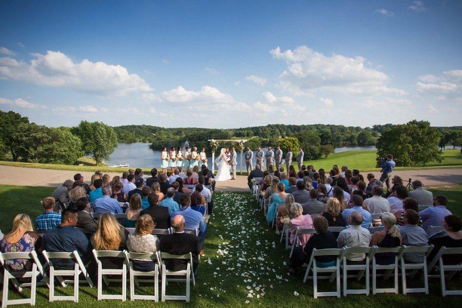 Breathtaking outdoor wedding ceremony at Grant Geneva Resort