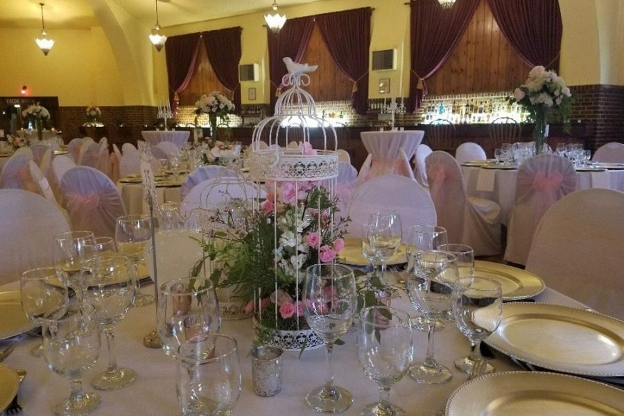 Elegant wedding table beautifully decorated with in Hartford WI Chandelier Ballroom