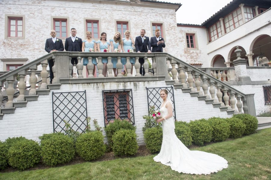 Beautiful wedding photo ops at the Villa Terrace Decorative Arts Museum in Milwaukee