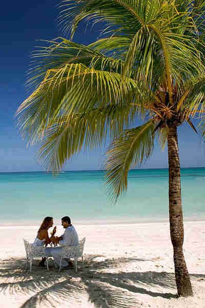 Couple on island beach | CTS-Travel Services