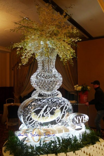 Vase Waterford with monogram for a beautiful NYE wedding at The Pfister Hotel