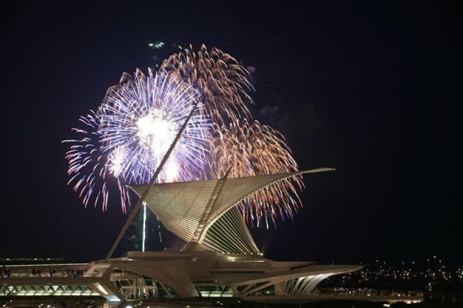 Fireworks display with Milwaukee Art Museum in forefront