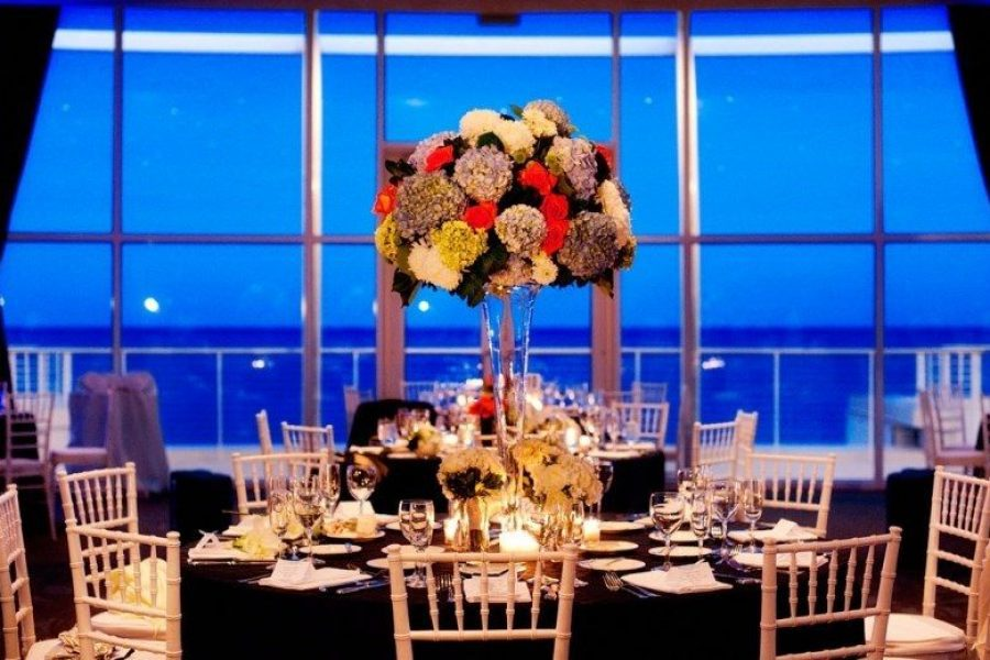 Elegant wedding at Bartolotta Events & Catering at Discovery World