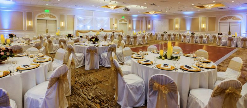 wedding reception scene at the Ingleside Hotel in Pewaukee, WI