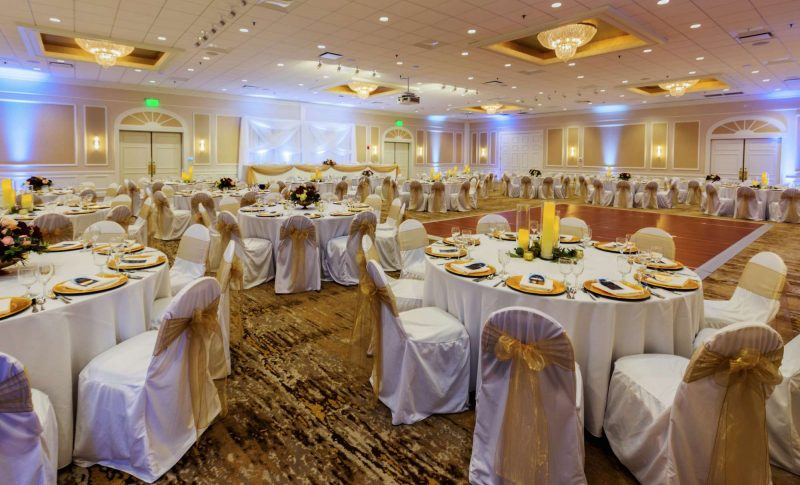 wedding reception scene at the Ingleside Hotel in Pewaukee, WI