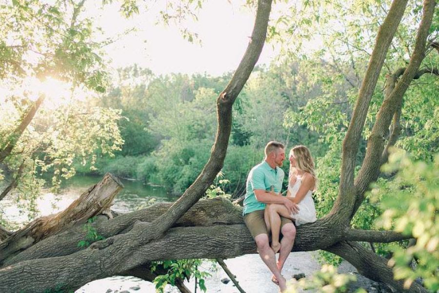 Engagement picture of couple in tree