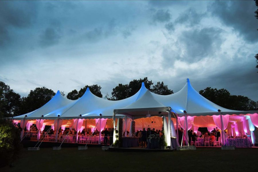 Uplights at tent wedding designed by événement Event Design & Consulting