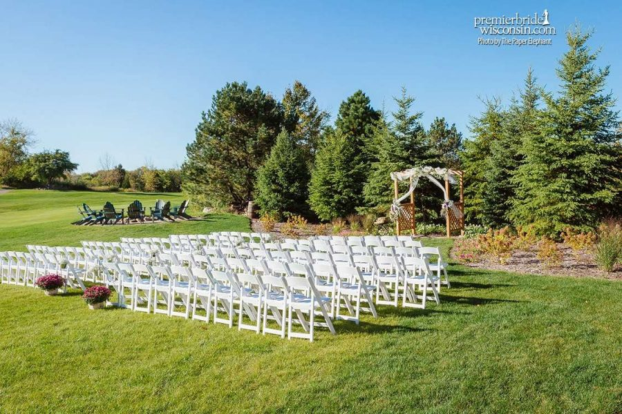 Outdoor Wedding ceremony at the Clubhouse at the Bog