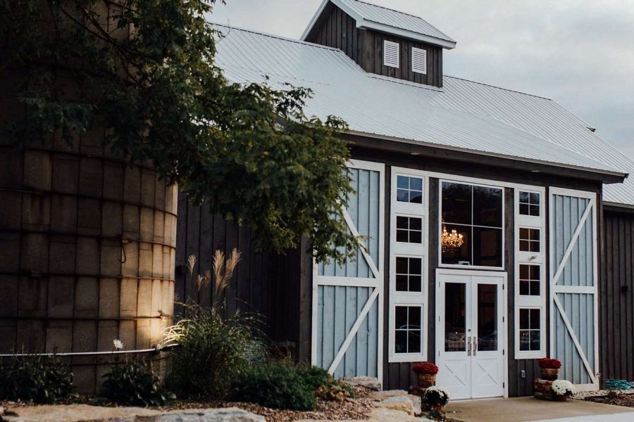 Exterior of Lilac Acres wedding venue in Waukesha, WI