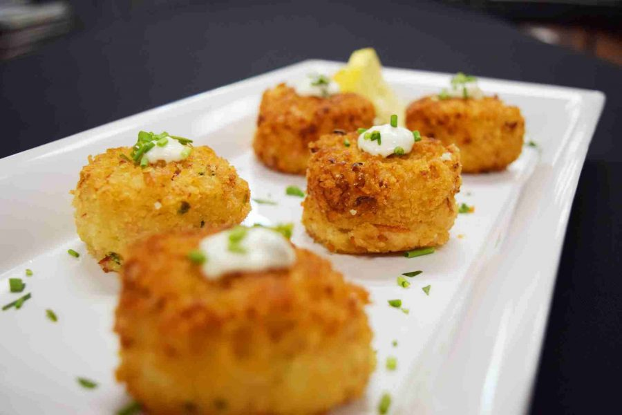 Saz's Catering Appetizer of crab cakes