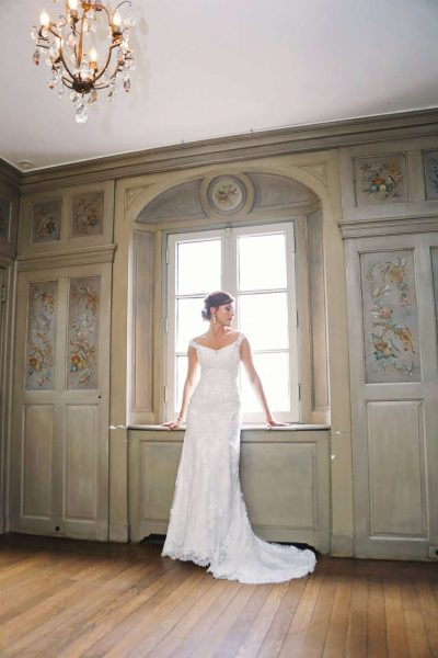 Beautiful bride poses in elegant room