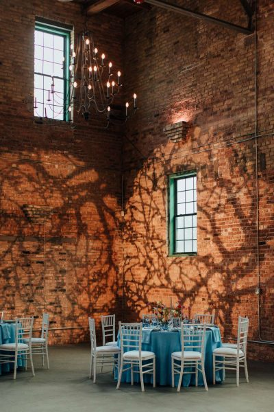 Round tables with turqouise blue linens and white chiavari chairs