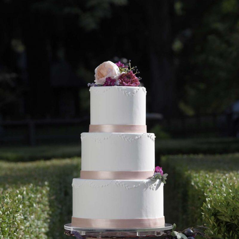 simmas-bakery-wedding-cake