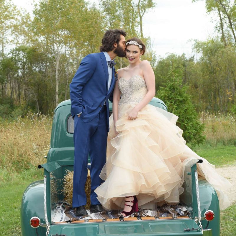 vintage-pickup-truck-wedding
